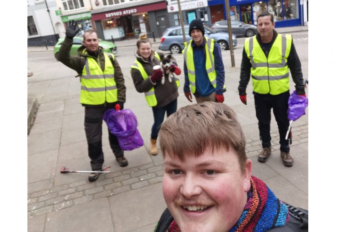 Volunteers take part in community litter pick