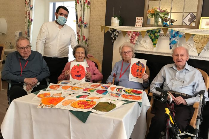Brampton Abbotts Primary School help residents at Ross Court celebrate Halloween