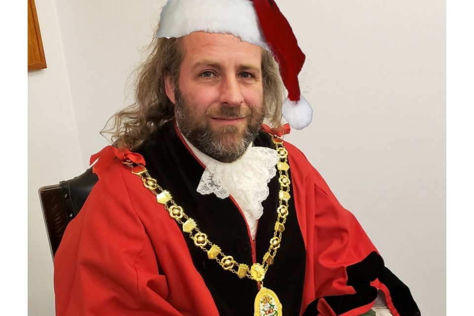 Mayor of Ross-on-Wye launches Christmas card competition